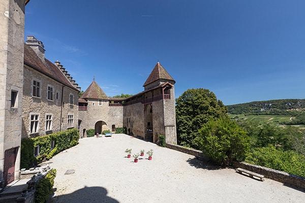 Cour du château du Pin
