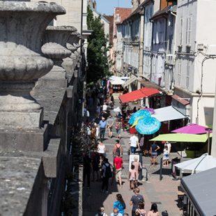 Rue commerçante de Lons le Saunier