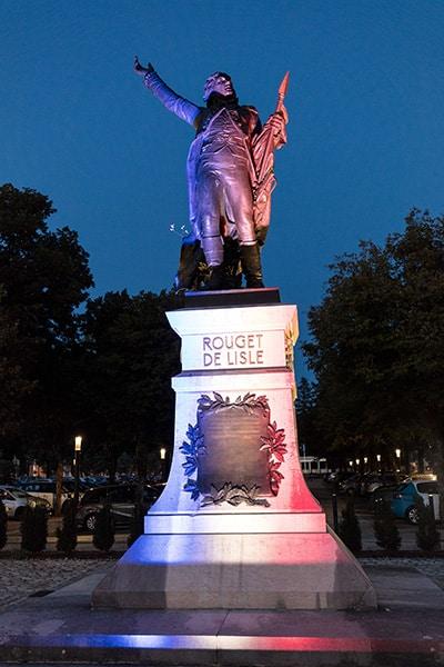 Statue de Rouget de Lisle de nuit