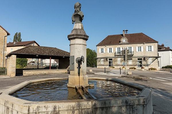 Fontaine à Macornay