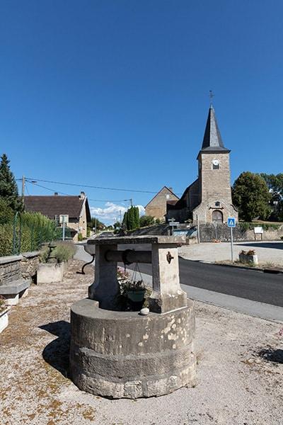 Ancien puit et église de Trenal