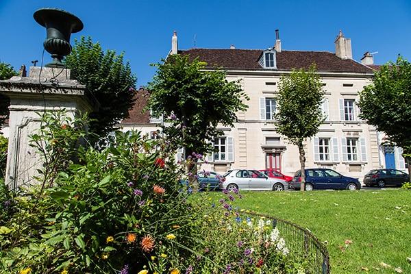 Lons-le-Saunier-Place-Bichat